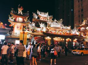 夜市の入り口の門。